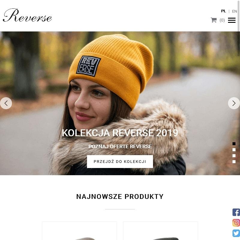 Kolorowe czapki zimowe z pomponami